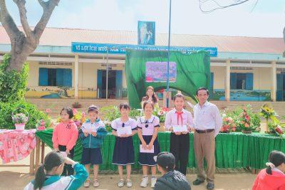 """Hội thi cấm hoa """" Mừng ngày phụ nữ Việt Nam"""""""